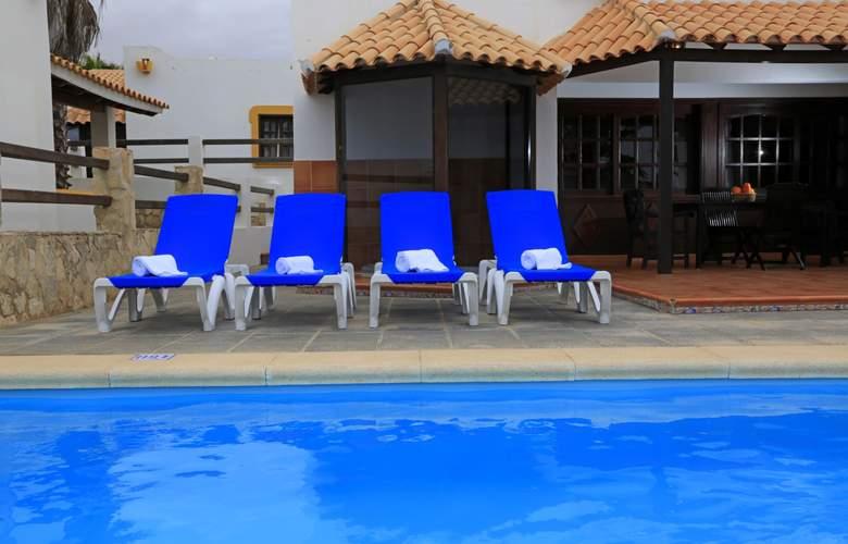 VIP Villas - Pool - 2