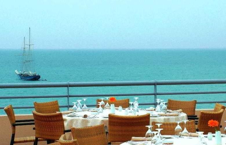 Grande Real Santa Eulalia Resort & Hotel Spa - Restaurant - 30
