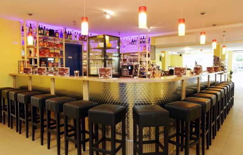 A&O Frankfurt Galluswarte Hotel - Bar - 28