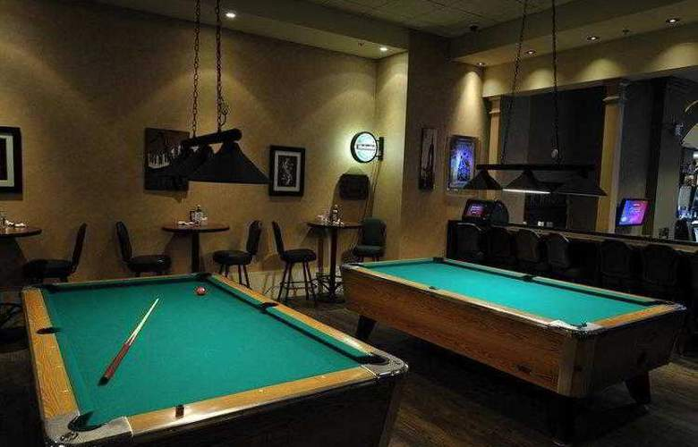 Best Western Plus Camrose Resort & Casino - Bar - 4
