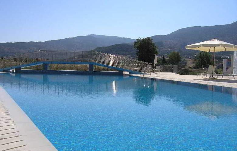 Eirini - Pool - 5