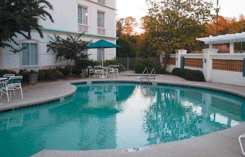 La Quinta Inn & Suites Birmingham Hoover - Pool - 4