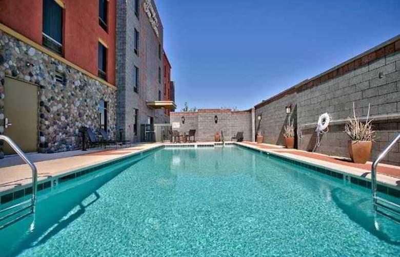 Hampton Inn and Suites Scottsdale/Riverwalk - Hotel - 1