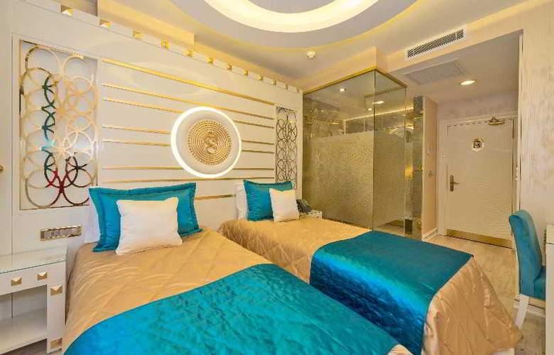 The Million Stone Hotel - Room - 13