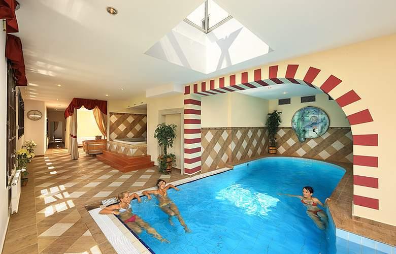 Ruze - Pool - 21