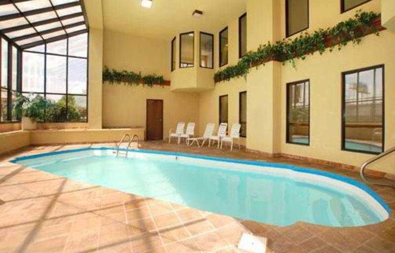 Comfort Suites Western Select Drive - Pool - 5