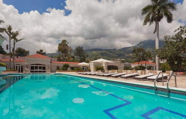 Crowne Plaza San Salvador - Pool - 29