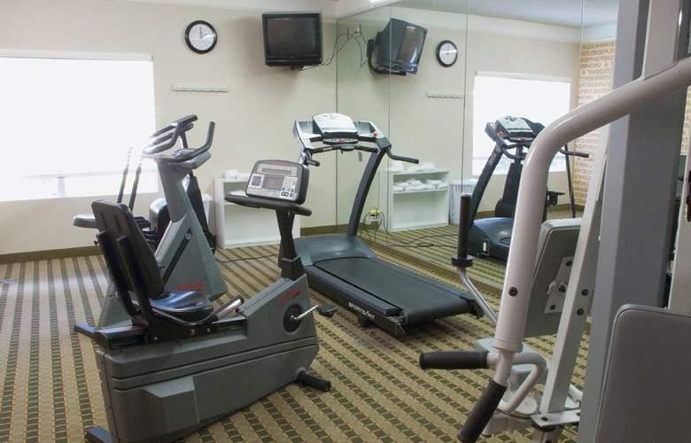 La Quinta Inn & Suites Orlando UCF - Sport - 4