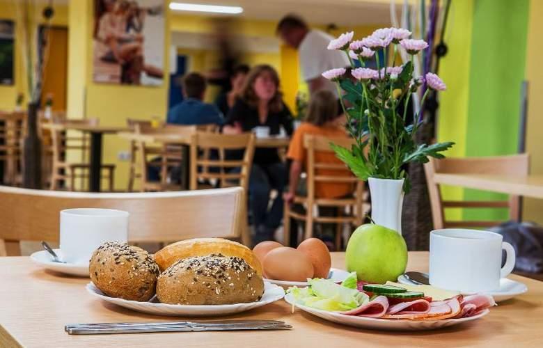 A&O Stuttgart City - Meals - 5