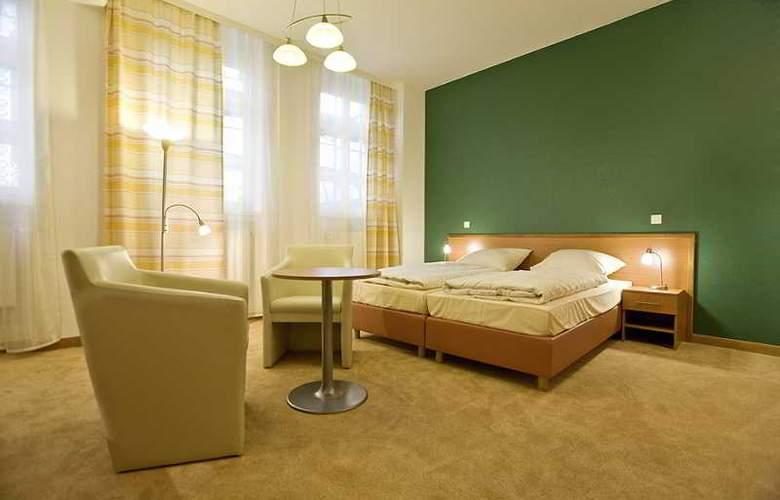 Bayrischer Hof - Room - 2