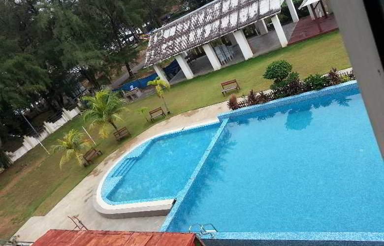Cozzi Hotel Port Dickson - Pool - 2
