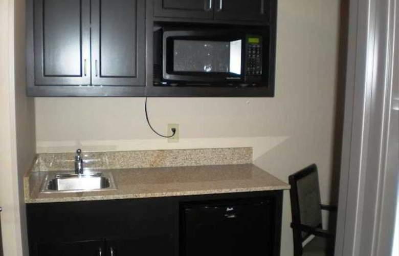 Holiday Inn & Suites Bakersfield - Room - 6