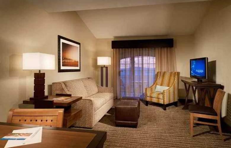 Embassy Suites Mandalay Beach Hotel & Resort - Hotel - 3