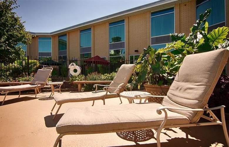 Best Western Syracuse Airport Inn - Pool - 25