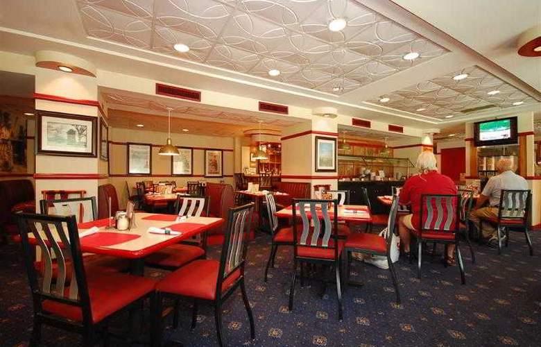 Best Western Rosslyn/Iwo Jima - Hotel - 10