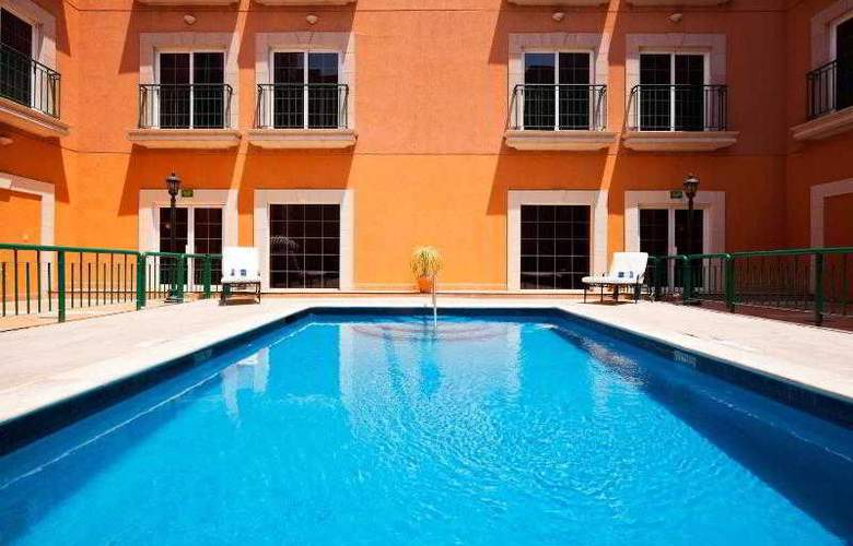 Holiday Inn Express Torreon - Pool - 21