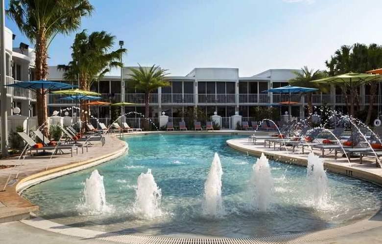 B Resort & Spa - Pool - 17