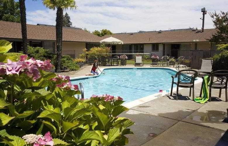 Best Western Plus Garden Inn - Hotel - 3