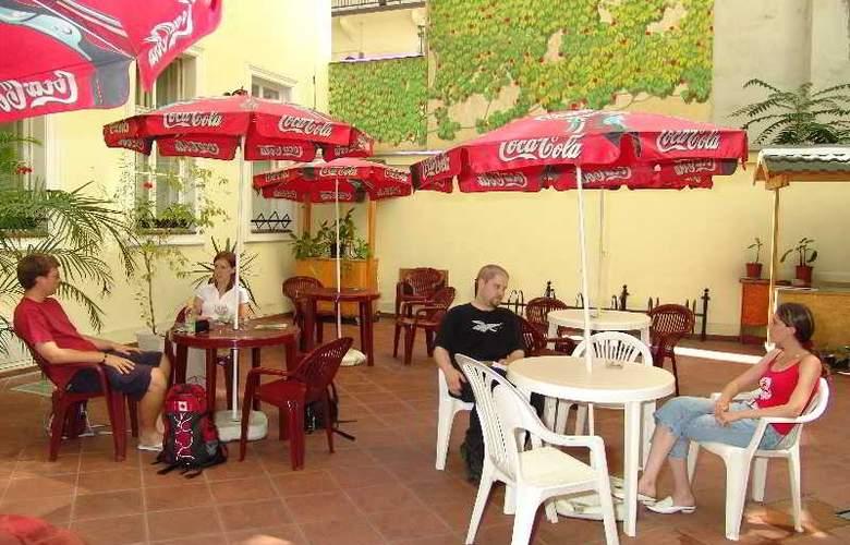 Marco Polo Hostel - Terrace - 5