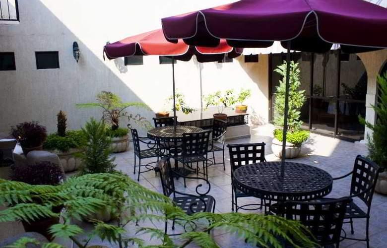 Casino Plaza Guadalajara - Terrace - 17
