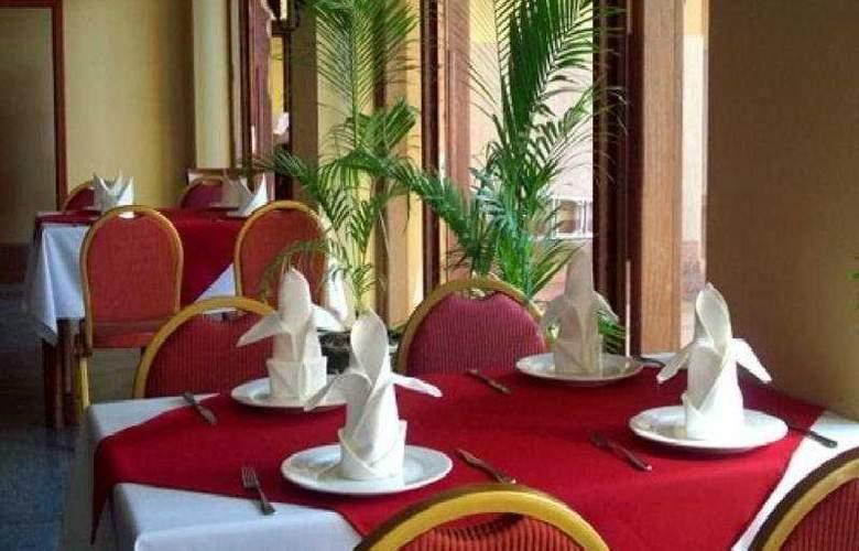 Castle Hotel - Restaurant - 6