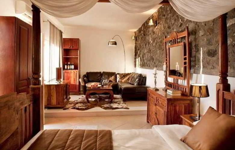 Loucas - Room - 5