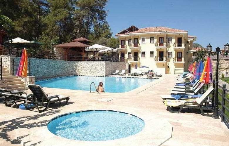 Grove Hotel - Pool - 8