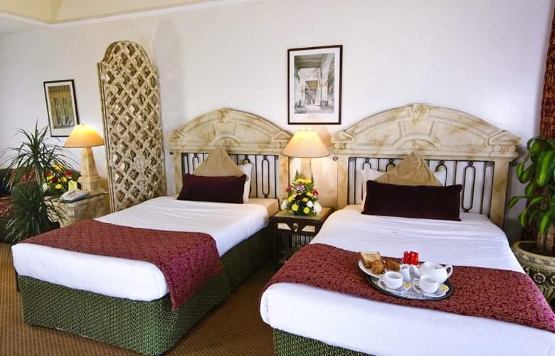 Landmark Suites Ajman - Room - 5