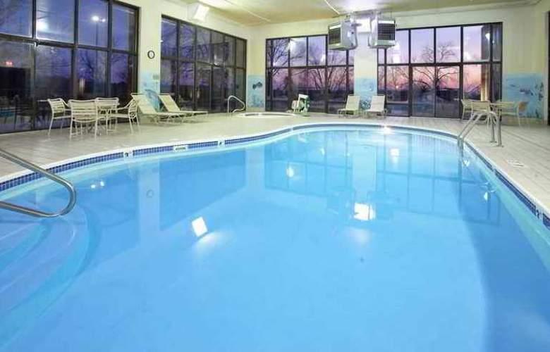 Hampton Inn Lawrence - Hotel - 8