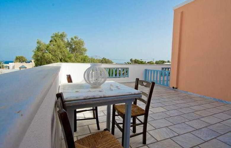 Jojo Beach Hotel & Bar - Terrace - 12