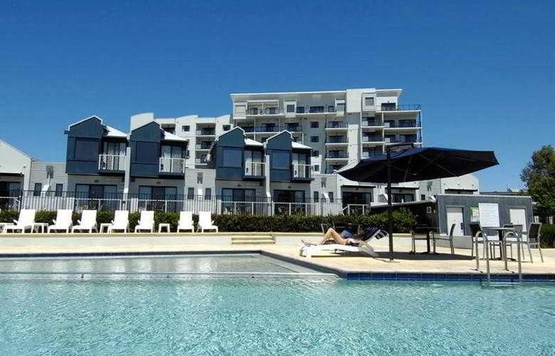 Assured Ascot Quays Apartment Hotel - General - 1
