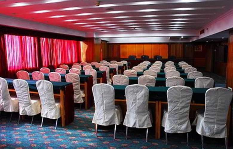 Huahai - Conference - 3