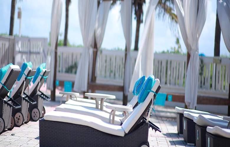 Deauville Beach Resort - Pool - 24