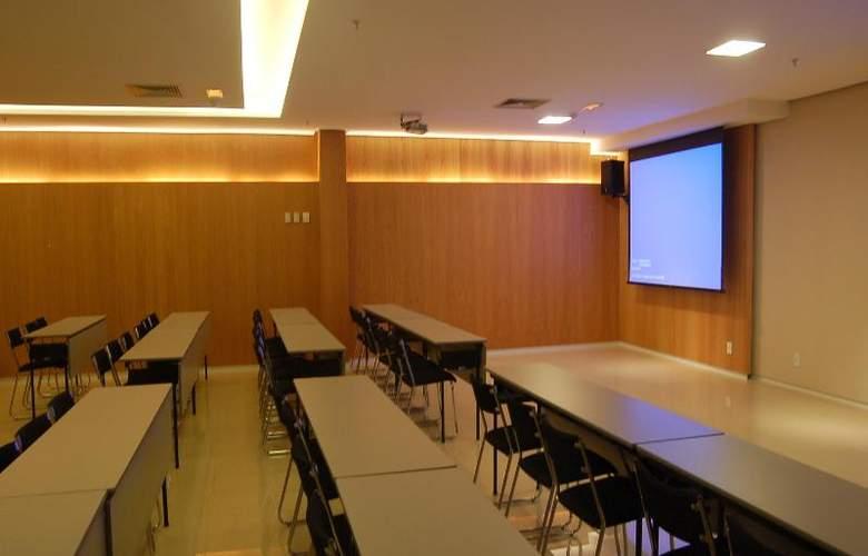 Cullinan Hplus Premium - Conference - 20