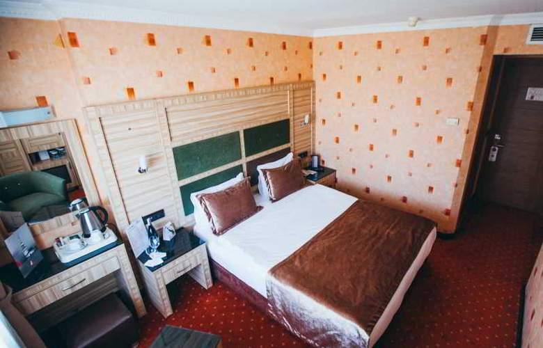 Sed - Room - 13