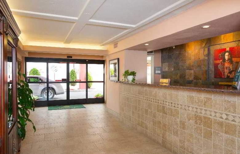 Holiday Inn Express Sedona Oak Creek - General - 8