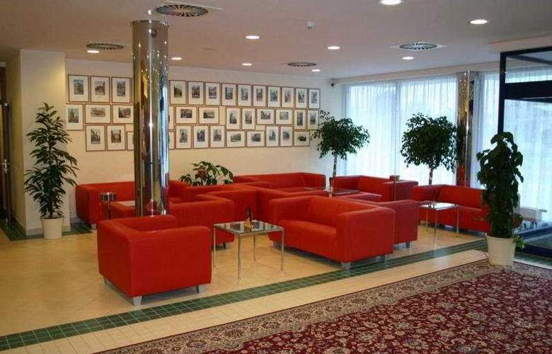 Ramada Airport Prague - General - 2