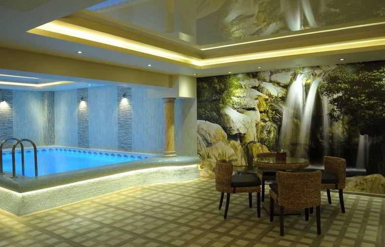 Nairi Hotel - Pool - 12