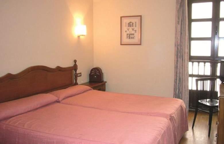 Hotel Restaurante La Casona de Jovellanos - Room - 1