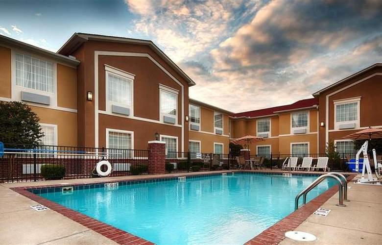 Best Western Plus Sherwood Inn & Suites - Pool - 24