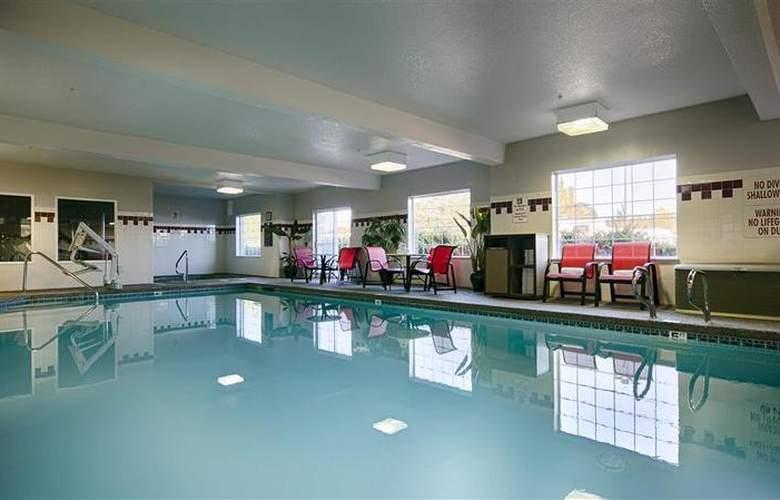 Best Western Plus Park Place Inn - Pool - 128