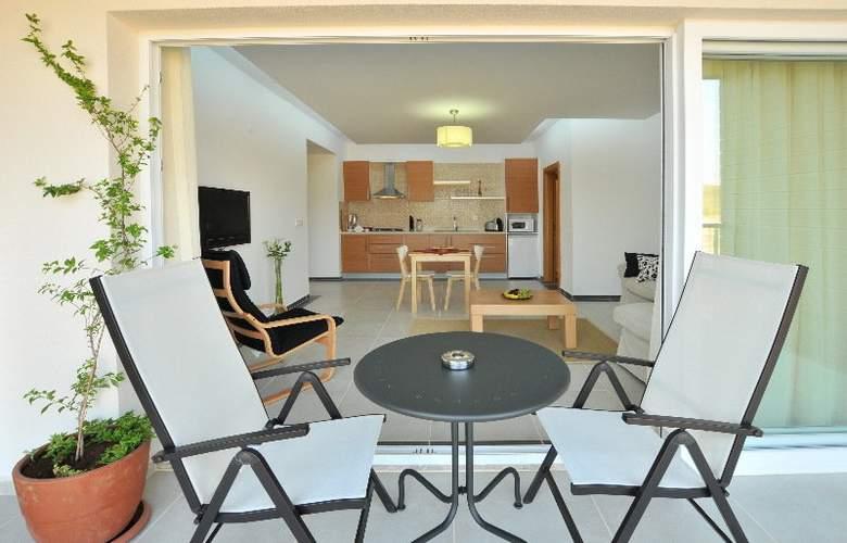 Odyssey Residence - Terrace - 10