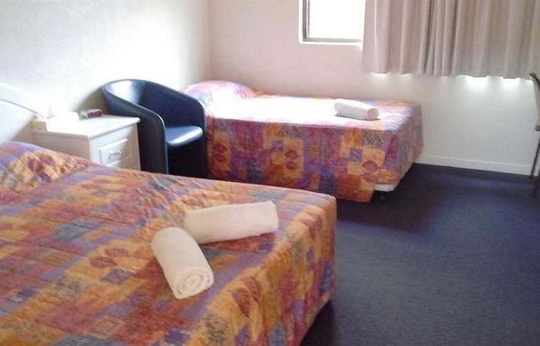 Cluden Park Motor Inn - Hotel - 0
