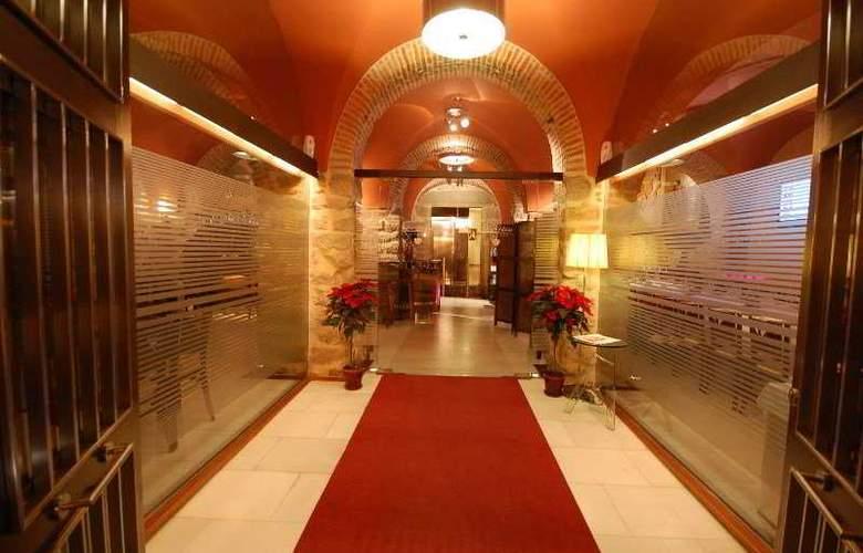 Los Usias Hotel - Hotel - 0