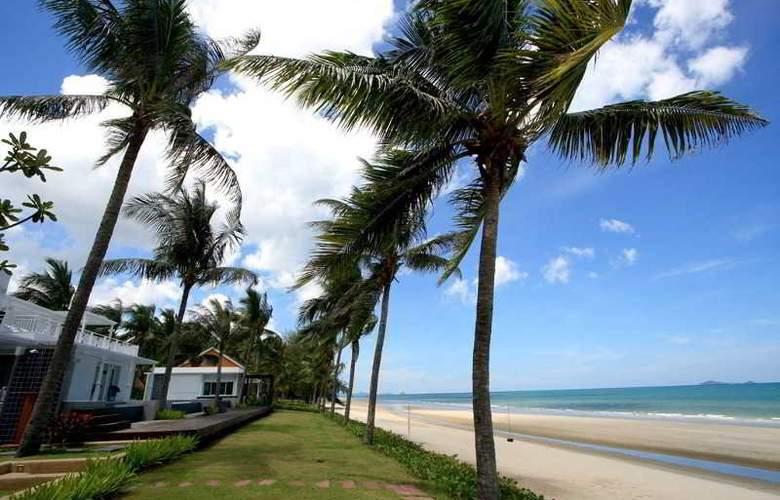 Nishaville Resort And Spa - Beach - 3