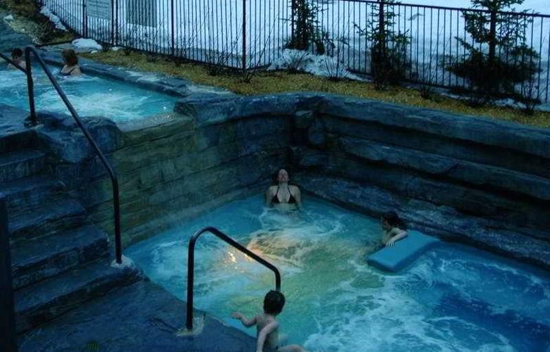 Chateau Mont Sainte-Anne - Pool - 4