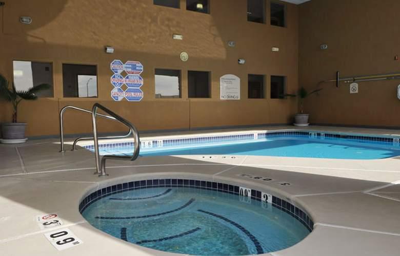 North Las Vegas Inn & Suites - Services - 1
