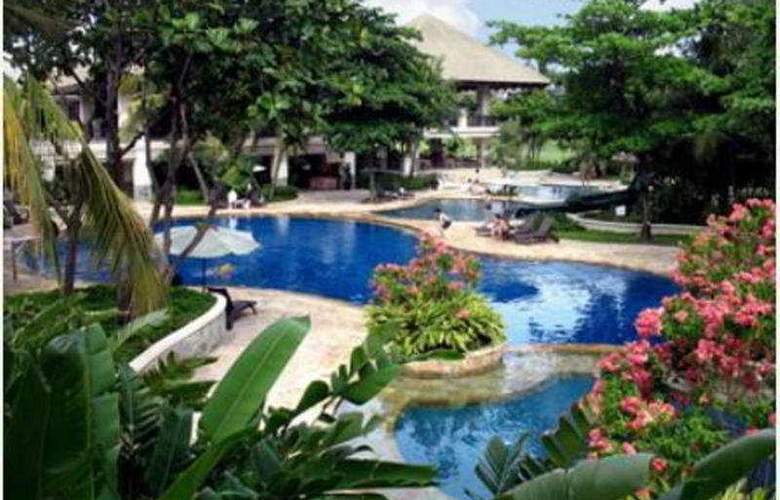 Ciputra Golf Club & Hotel Surabaya - Pool - 5
