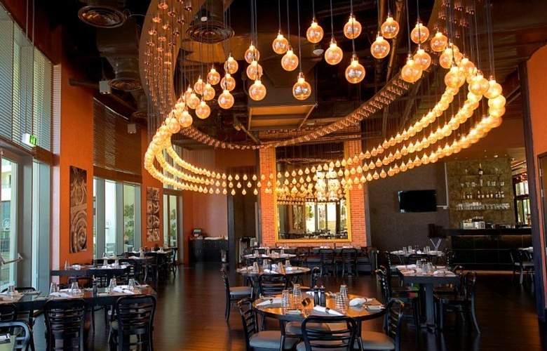 Crowne Plaza Abu Dhabi Yas Island - Restaurant - 11