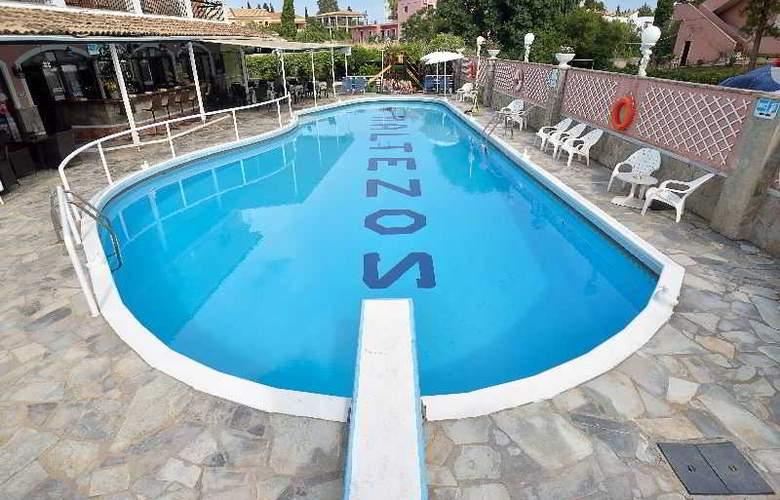 Maltezos - Pool - 17